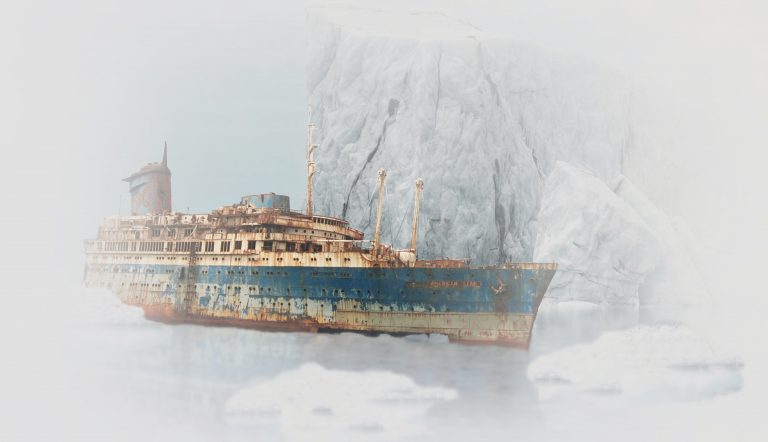 ספינה מול קרחן